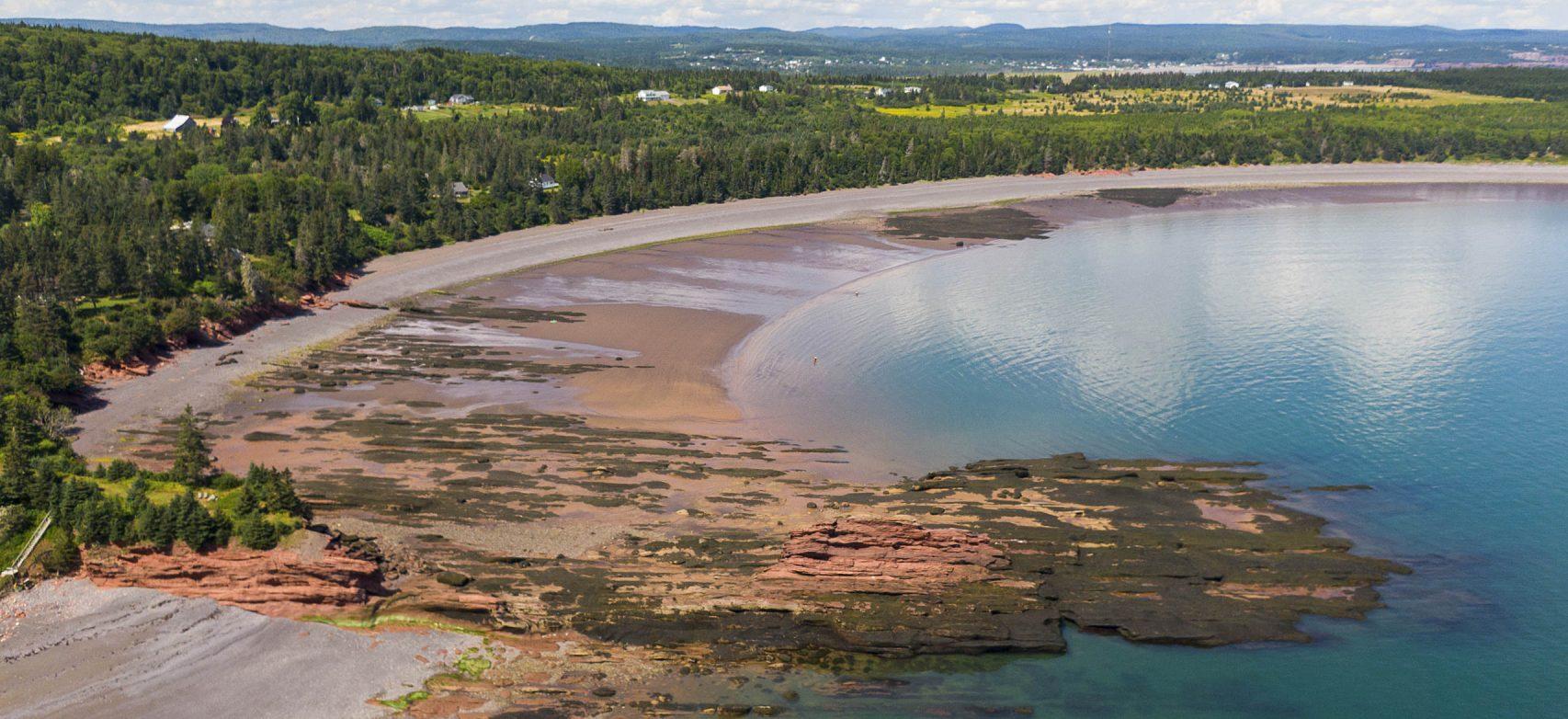 Plage Brown's près de St. Martins, au Nouveau-Brunswick, dans la baie de Fundy, au Canada atlantique